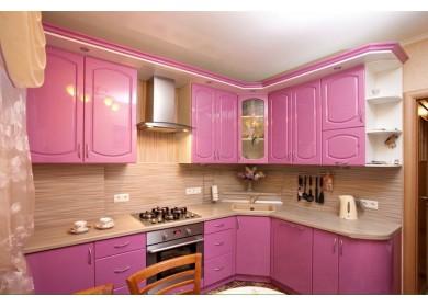 Кухня  МДФ розового цвета с карнизом